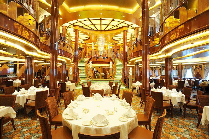 Restaurant Art Déco à bord de la compagnie de croisières de luxe Cunard