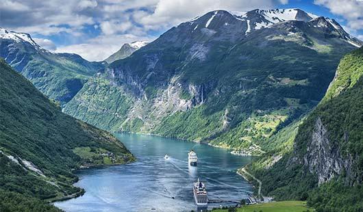 Navigation dans le Geirangerfjord avec Hurtigruten